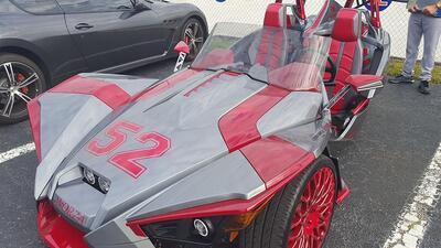 Yoenis Céspedes sorprende con su vehículo