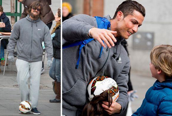 Con peluca, bigote y balón en mano, fue que el guapo y solterito futboli...