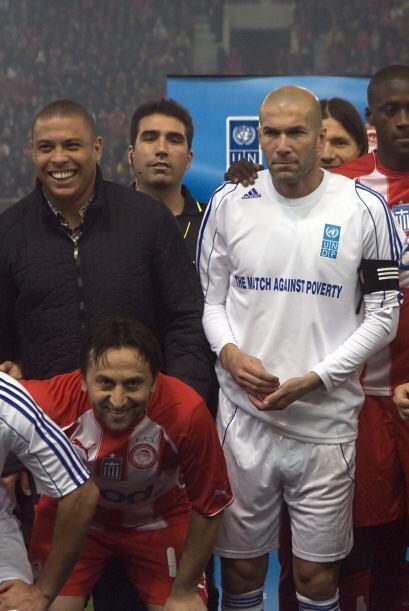 """El equipo de """"Ronaldo, Zidane y amigos"""" se reunieron en Atenas para juga..."""