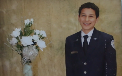 """La familia de Isaiah, de 15 años de edad, asegura que era """"u..."""