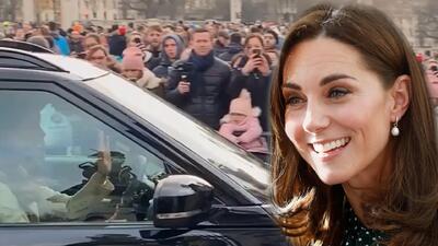 Kate Middleton sorprende a turistas al llegar conduciendo por su propia cuenta al palacio de Buckingham