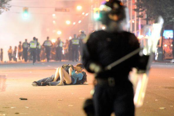 Otros más desquiciaron las calles y algunos otros desbordaron su amor en...