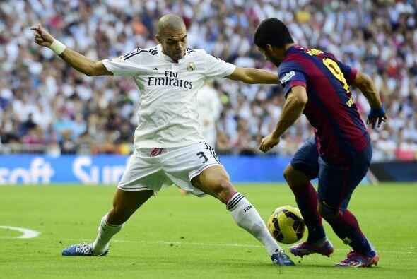 Barcelona no encontró espacios en la defensa del Real Madrid.