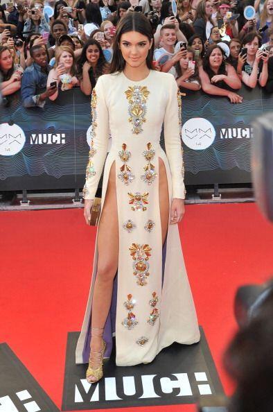 ¡Este vestido de Fausto Puglisi la refrescó de pies a cabeza en los Much...