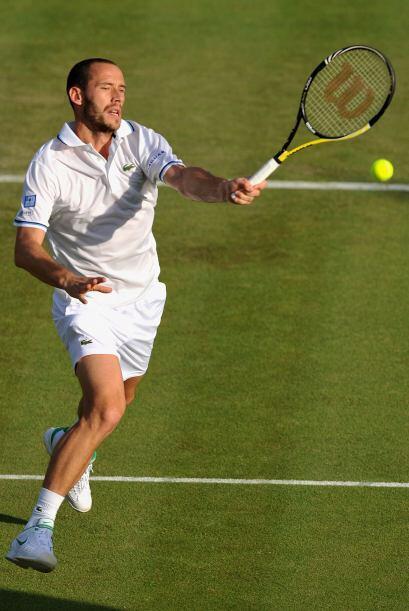 En la cancha dos de Wimbledon, el francés Michael Llodra superó al local...