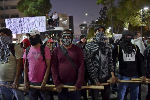 Algunos avanzaron por la Avenida Reforma con un cordón para evitar que '...