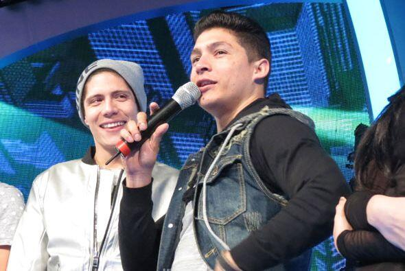 Danny bromeó frente al micrófono.