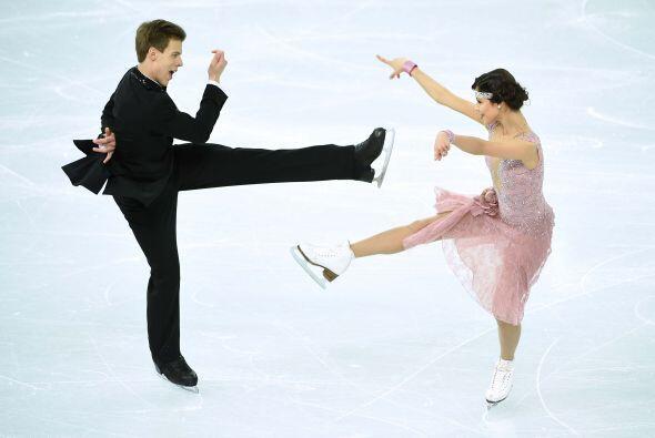 La dupla rusa de Elena Ilinykh y Nikita Katsalapov obtuvieron un puntaje...