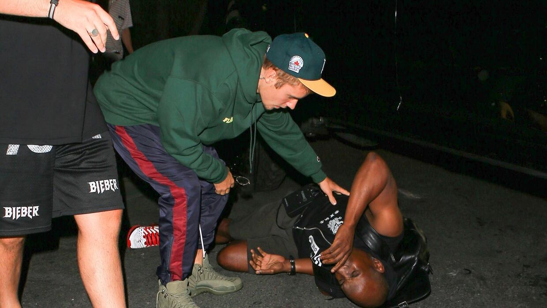 Justin Bieber bajó de su camioneta y le preguntó al papara...