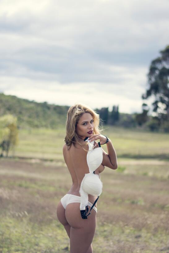 Karen Friedmann, sensual amante de la velocidad y el ejercicio image006.jpg