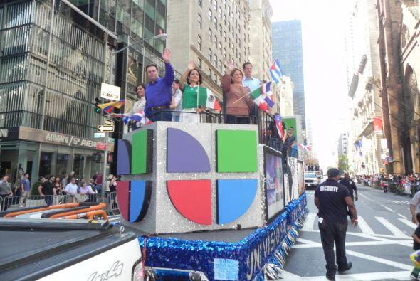 Univision 41 en el desfile de la Hispanidad 5e06c1c5833947779cc7e582de97...