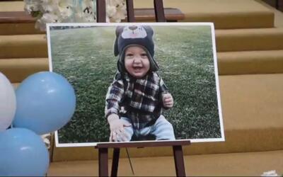 Una imagen del sonriente Liam Kowal fue colocada para recordarle en sus...