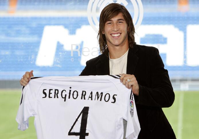 El 31 de agosto de 2005 se confirmó el fichaje de Sergio Ramos por el Re...