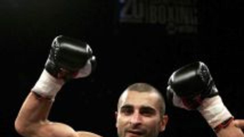 Vic Darchinyan se las verá primero con el mexicano Abner Mares antes de...