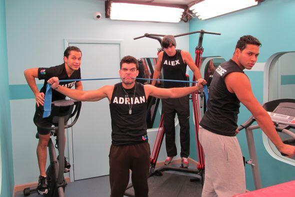 Adrián nos mostró su lado de villano y George sacó el de modelo.