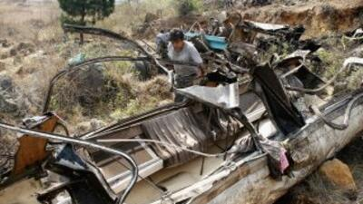Un autobús de pasajeros cayó a un barranco en Estado de México, dejando...