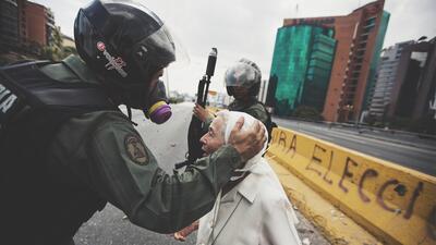 En fotos: Opositores venezolanos logran por primera vez llegar a su destino durante una protesta