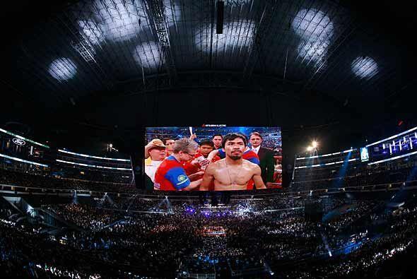 El magnífico Cowboys Stadium recibió el esperado combate e...