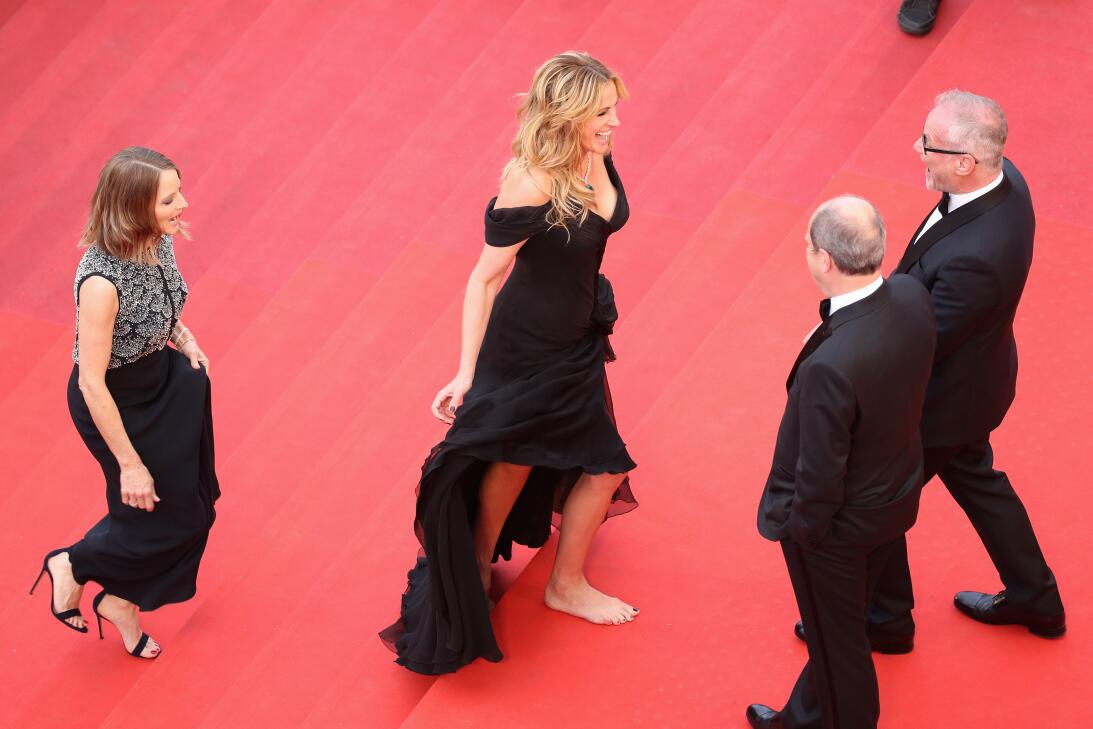 Julia Roberts descalza en la alfombra roja, un momento que recordaremos...