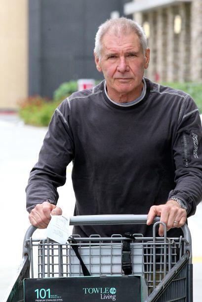 Se le vio de lo más casual haciendo compras.
