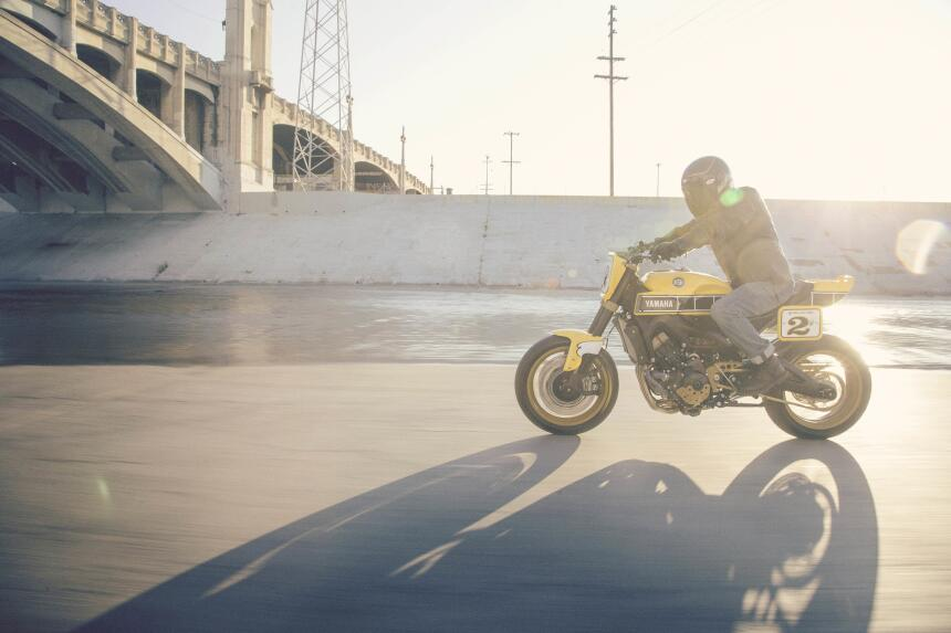 Yamaha Yard Built 900 'Faster Wasp' por Roland Sands Design