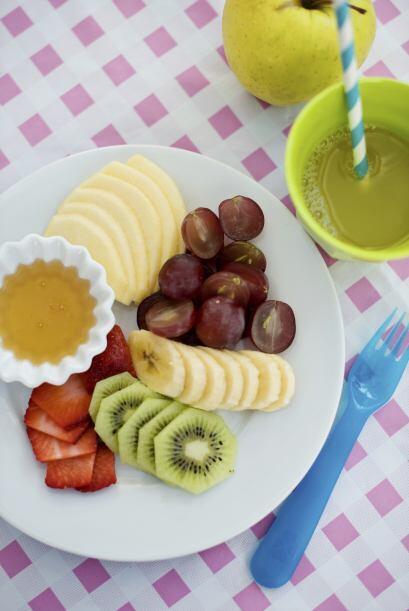 Puedes optar por frutas frescas y secas, como manzanas, mandarinas o dur...