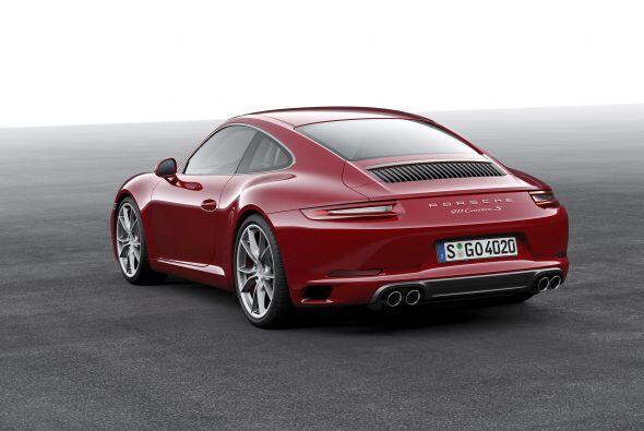 En el caso del Carrera S, se puede complementar con el eje trasero direc...
