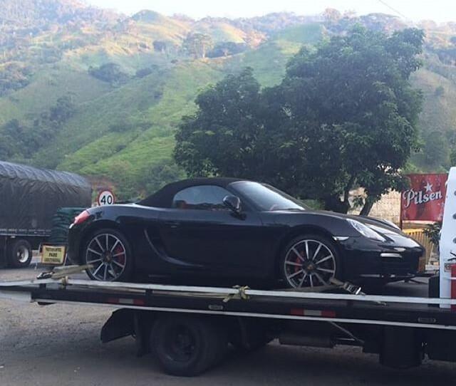 Maluma siente tanto apego por su Porsche Boxster S que pidió que se lo l...