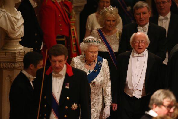 Aquí vemos a la Reina y al presidente durante su arribo al evento.