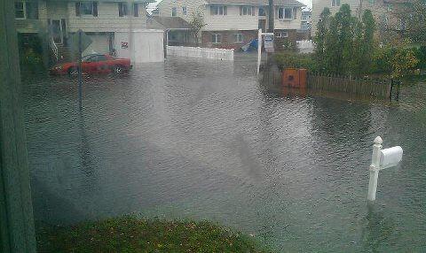 Lupita Gatisz Custodio envio esta foto donde se empieza inundar su calle