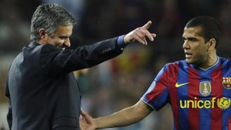 Aquí aparecen Mourinho y Alves en un altercado que pasó años atrás, cuan...