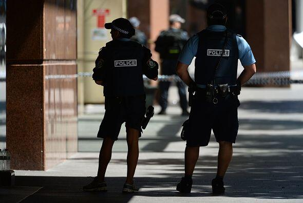 Un hombre armado se atrincheró en una cafetería por más de 15 horas en e...