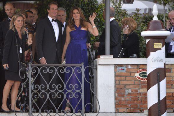 Un desfile de famosos, Cindy Crawfor y su esposo Rande Gerber.