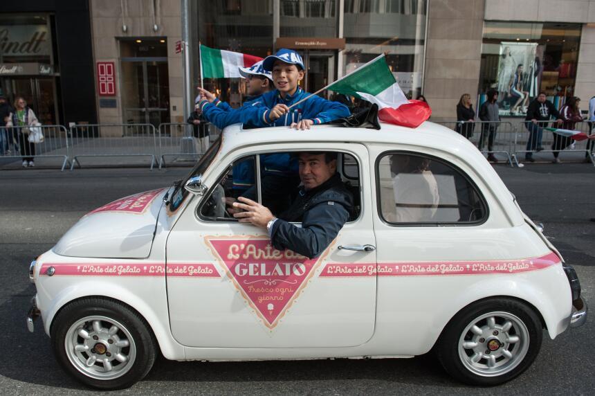 El tradicional gelato italiano fue promovido desde este carro antiguo qu...