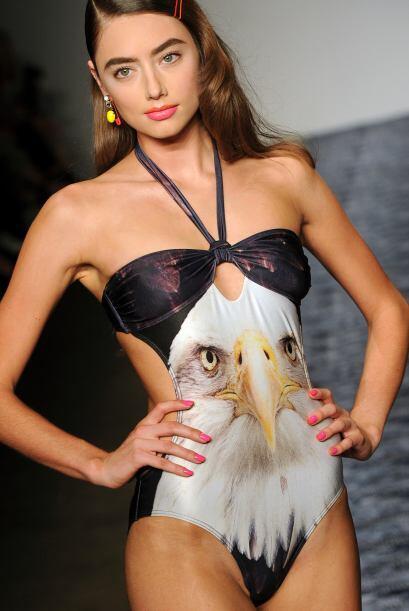 Dale vuelo a tu buen gusto con un impresionante traje de baño de fotogra...