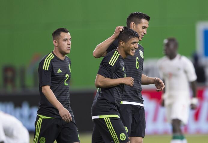 Osorio completó 18 partidos dirigiendo a México con saldo a favor 201602...