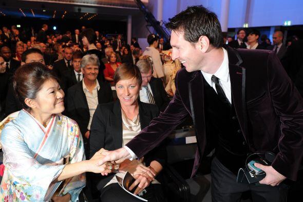 Lionel Messi no perdió la oportunidad de saludar a la futbolista...