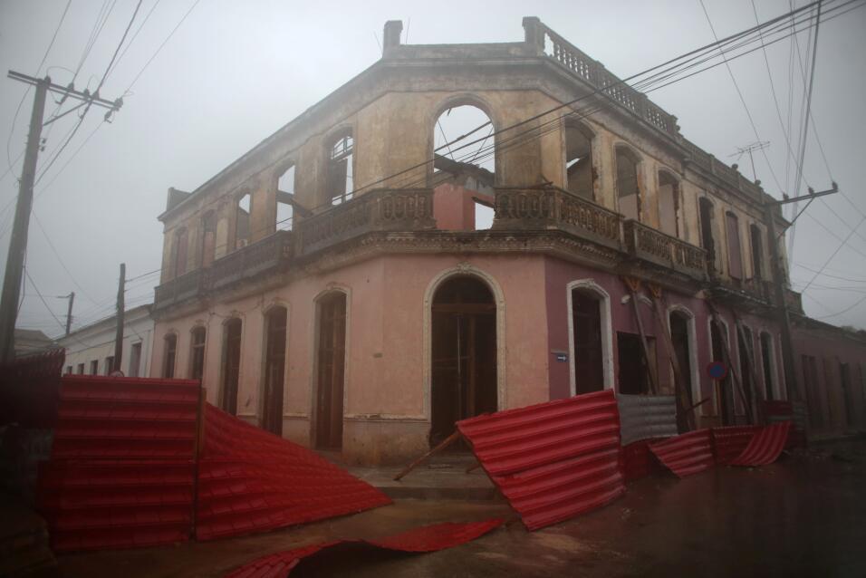 Una construcción antigua en Remedios, al norte de Cuba, recibe lo...