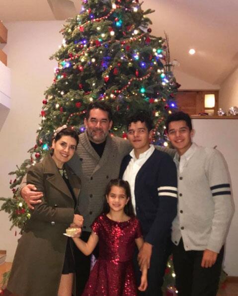 Mayrín Villanueva en familia