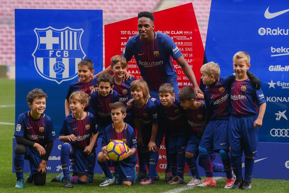 Yerry Mina fue presentado oficialmente como jugador del Barcelona gettyi...