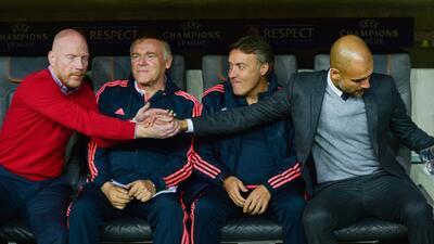 Guardiola con su cuerpo técnico del Bayern