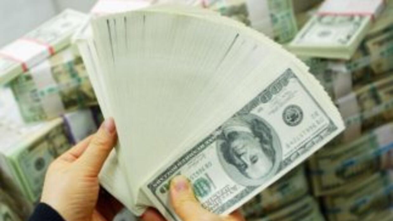Ante la incertidumbre por la deuda, los argentinos disparan la compra de...