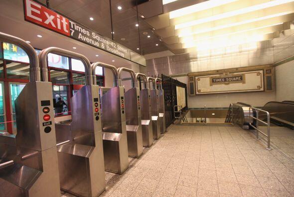 También se esperaba que el sistema de trenes PATH que salen y entran al...