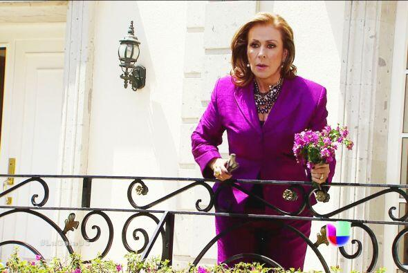 Tóquese el coazón doña Lorenza. 'La Gata' es una chica que necesita todo...