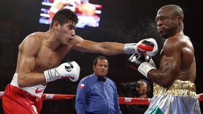 Gilberto 'Zurdo' Ramírez dominó toda la pelea a Edwards.