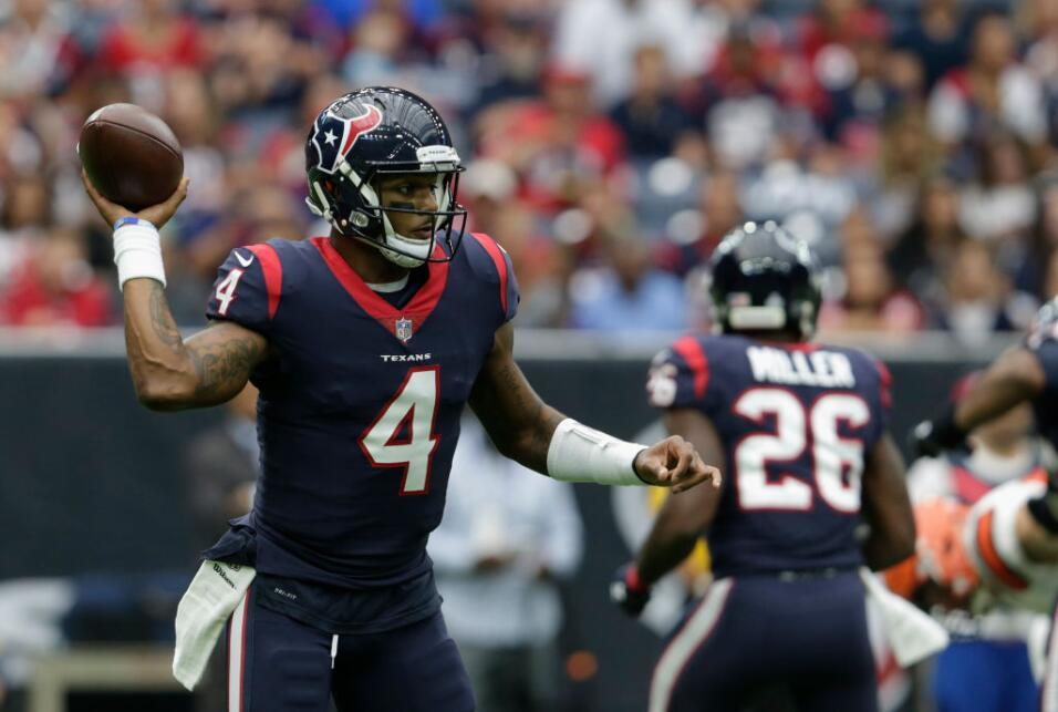 Deshaun Watson lanzó para 225 yardas y tres touchdowns, al conver...