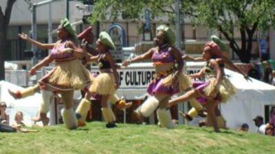Cada año. el Festival Internacional de Houston, destaca diferentes paíse...