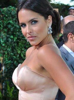 Aparte de lucir muy elegante, Lilia Luciano lució muy sexy, no por nada...