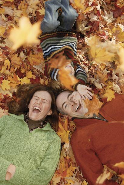 Aprende con tu niño canciones relacionadas con el otoño. Cántenlas una y...