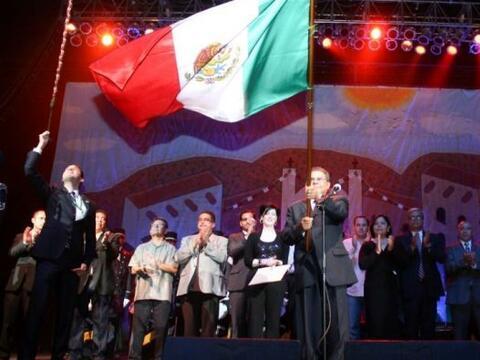 El Cónsul de México en Tucson Juan Manuel Calderón...